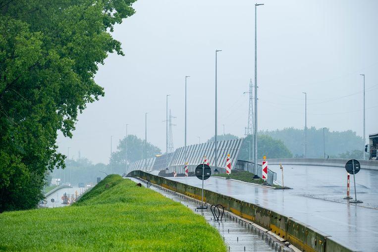 De fly-over aan de R6 in Mechelen is bijna klaar.