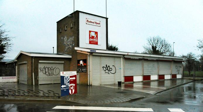 Het verlaten clubhuis van Zeeland Sport.