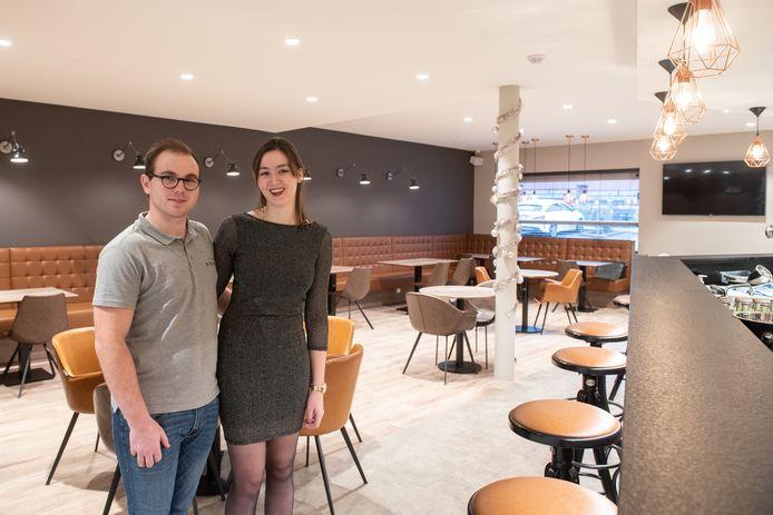 Jonas Eechoudt en Stephanie Houvenagel hebben beiden hotelschool gevolgd en deden al enkele jaren ervaring op in de horeca.