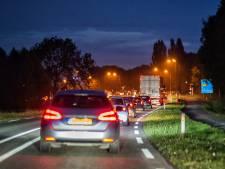 Provincie gaat honderden lantaarnpalen langs provinciale wegen verwijderen: 'Onverantwoord'