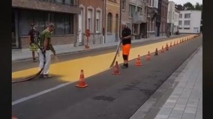 Oker 'tapijt' voor fietsers in Van Gervenstraat
