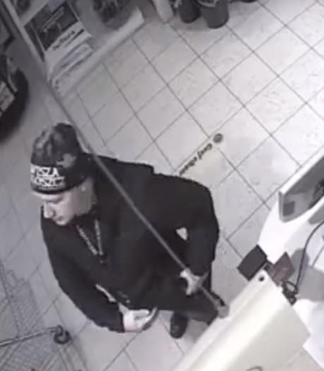 Politie zoekt man die pakketten met levensgevaarlijk vuurwerk verstuurt