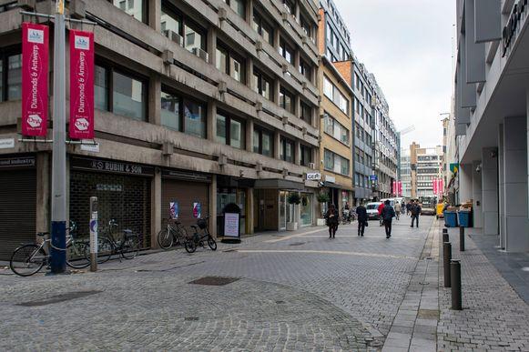 Het is stil in de Antwerpse diamantwijk. Wereldwijd kreeg de handel klappen, ook Antwerpen heeft het zwaar.