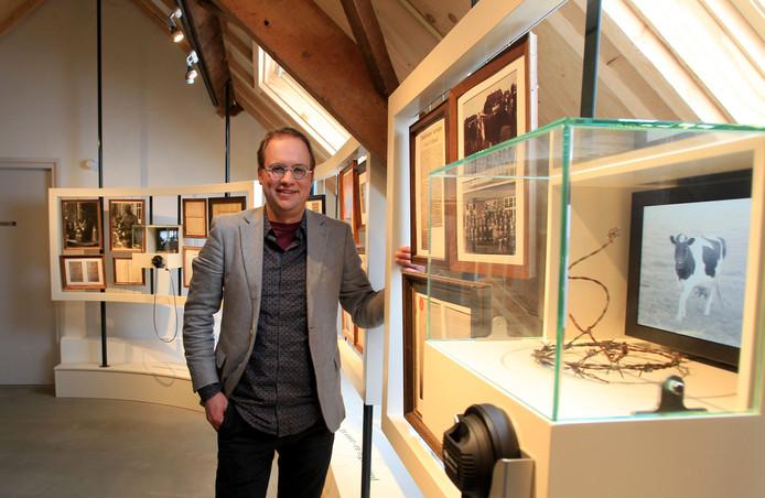 Conservator Sies Vonk van Kempenmuseum De Acht Zaligheden.