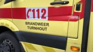 Bestelwagen kantelt: drie gewonden