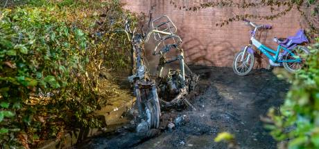 Opnieuw nachtelijke autobranden in Deventer (voor de 34e en 35e keer)