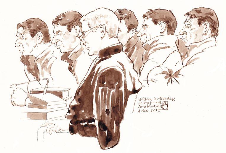 Schetsen van verschillende gezichtsuitdrukkingen van Willem Holleeder en advocaat Stijn Franken tijdens de vierde pro forma zitting van de strafzaak in 2015. Beeld anp