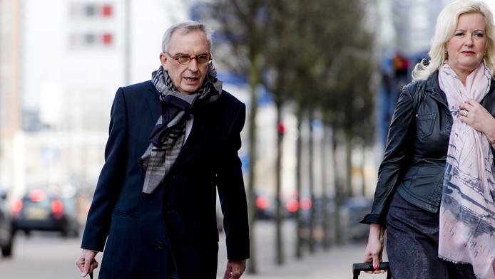 Oud-wethouder Jos van Rey arriveert met advocate Gitte Stevens bij de rechtbank in Rotterdam