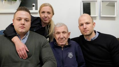 """Alzheimerpatiënt (89) dreigt uit land te worden gezet: """"In Kazachstan heeft papa geen familie meer"""""""