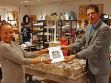 """Burgemeester Berkelland over coronafotoboek van Erika: 'Het was een moedige reis!"""""""