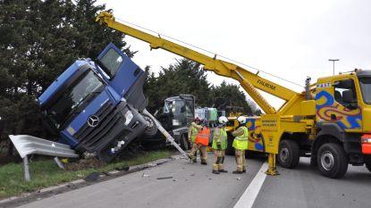Twee doden op E17: truck rijdt trucker aan die op de pechstrook aan zijn vrachtwagen sleutelt