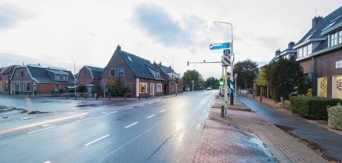 De stoplichten op de kruising van de N458 en de Bruggemeesterstraat in Nieuwerbrug.