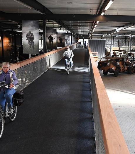 Uniek in de wereld: fietsen door Oorlogsmuseum in Overloon