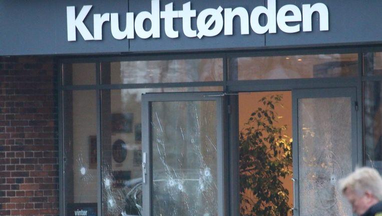 De kogelgaten in het café Krudttønden in Kopenhagen. Beeld epa