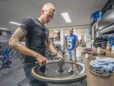 Een dag in een fietsenwinkel: 'Een fiets stinkt soms naar de frituurpan'