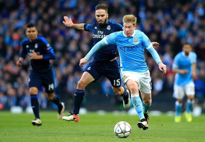 Dani Carvajal en Kevin De Bruyne in duel tijdens Manchester City - Real Madrid in 2016.