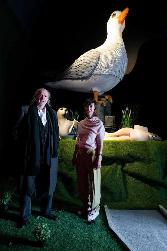 Mieke van Schaijk met Guillaume Bijl in haar nieuwe galerie.