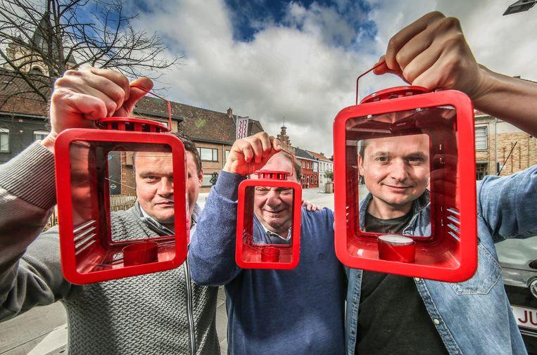 Laat die nieuwe kerstlampen maar komen op Heuleplaats, vinden (vlnr) Hannes Malfait, Stan Callens en Arne Vandendriessche
