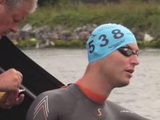 Maarten van der Weijden arriveert in Rotterdam na zwemtocht van 80 kilometer