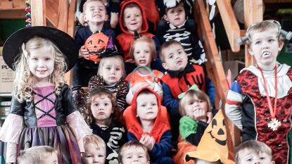 Kinderen van Vrije Kleuterschool Valkenberg Brakel zetten herfstvakantie in met griezelig feest