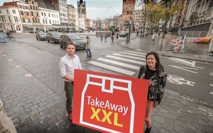 schepenen Arne Vandendriessche en Kelly Detavernier lanceren TakeAway XXL.