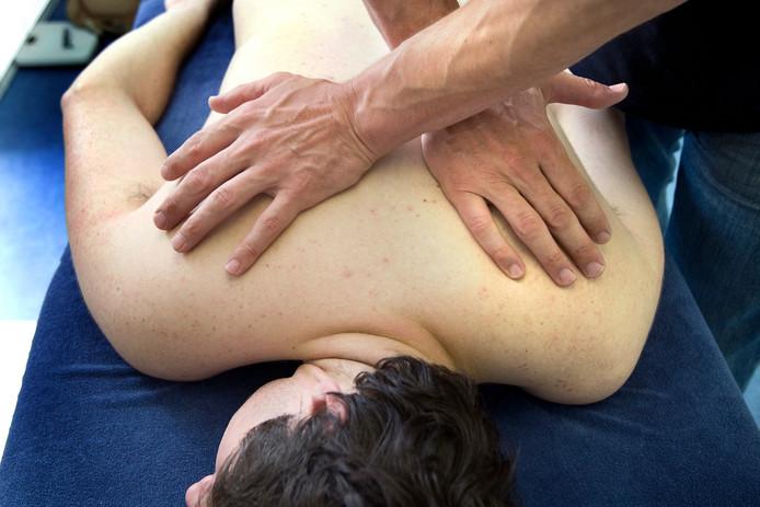 Steeds meer mensen hebben nek- en rugklachten.