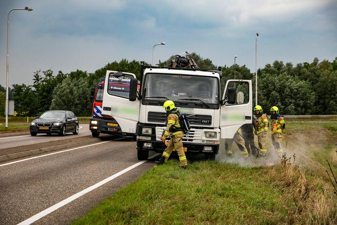 Er brak zaterdag brand uit bij een vrachtwagen op de oprit van de A348 bij de Ellecomsedijk.