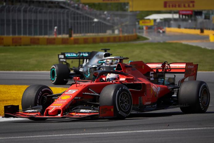 Sebastian Vettel kreeg een tijdstraf omdat hij tijdens de GP van Canada Lewis Hamilton gehinderd zou hebben.