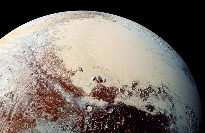 Pluto wordt misschien weer een planeet.