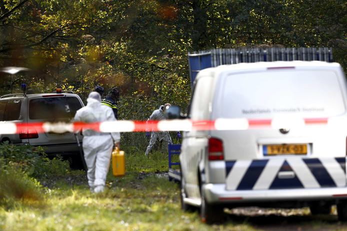 De politie zoekt gericht op een specifieke plek in de omgeving van het Nulderpad in Zeewolde. De politie heeft een vermoeden waar het lichaam van de vermiste Anne Faber is.