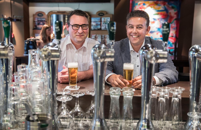 Richard de Mos en Rachid Guernaoui in  Bar restaurant Pavlov, aan het Spui.