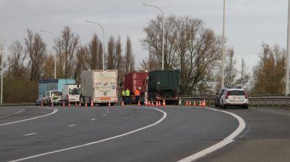Mobiele keuringspost versterkt controle zwaar vervoer op afgesloten brug