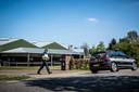 Linten bij een nertsenhouderij in Beek en Donk (gemeente Laarbeek). De boerderij werd gesloten nadat bleek dat dieren besmet waren geraakt met het coronavirus.