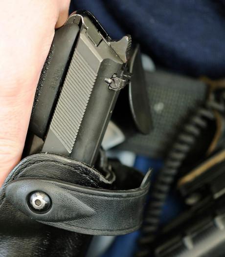 Werkstraf voor man die agenten 'af wilde maken met granaten en een kalasjnikov' na waarschuwingsschot