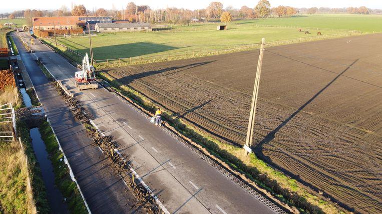 De grasbetontegels aan de Oude Molenstraat krijgen een zwaardere fundering.