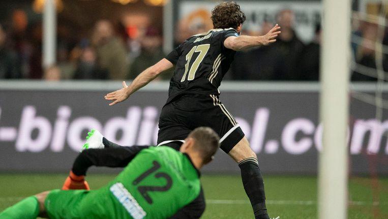 Daley Blind maakt de 2-0 tegen FC Emmen Beeld anp