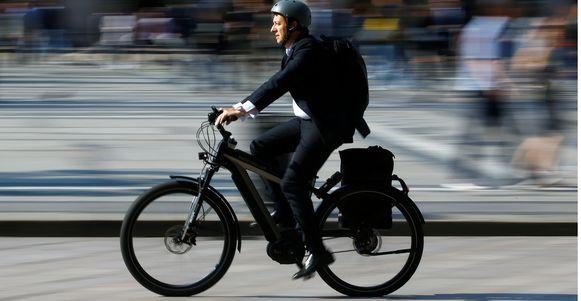 Een fietser op een speed pedelec.