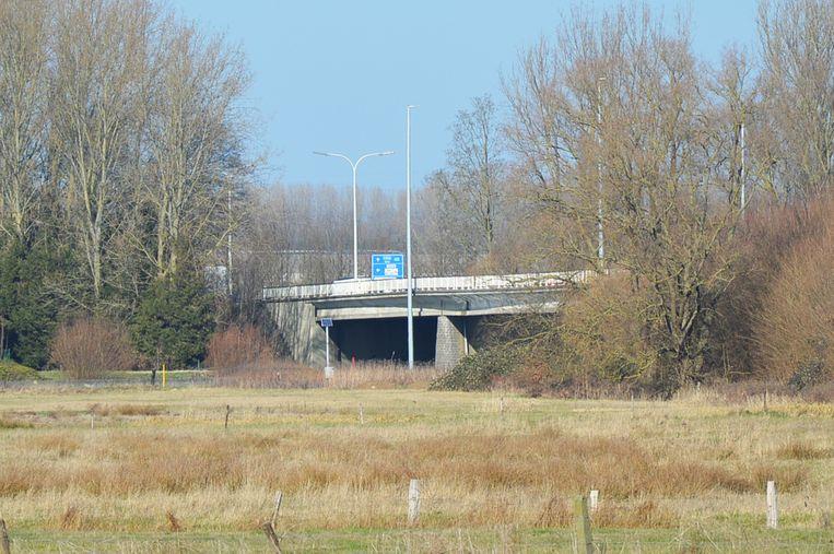 De Denderbrug aan de Koning Boudewijnlaan (N28) in Ninove.