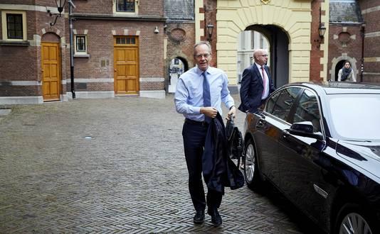 Minister Kamp heeft miljarden aan subsidie over voor de bouw van windmolens op zee.