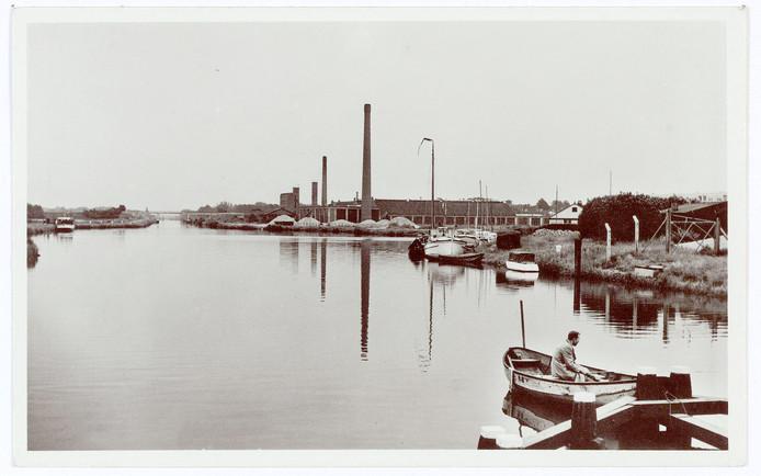 Het Wilhelminakanaal vanaf de Hoevense Kanaaldijk, drastisch veranderd inmiddels.