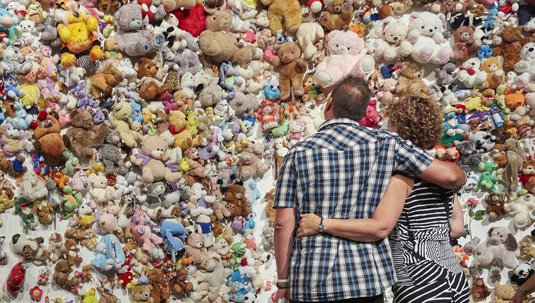 Op de locatie van de MH17-herdenking van 17 juli j.l. stond één grote muur vol met de knuffels die na de ramp bij Schiphol werden gebracht. Beeld anp