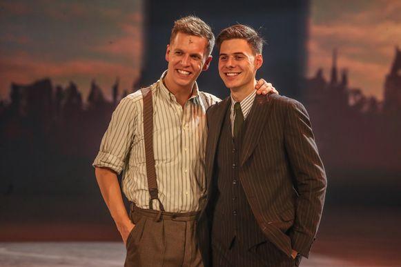 James heeft in het spektakel de hoofdrol van Louis, Dorian vertolkt liefst negen andere personages.