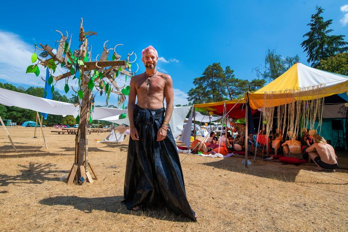 Burning Man (Where the sheep sleep) streek dit weekeinde neer op de Bosweide van park Berg en Bos in Apeldoorn. Een van de medewerkers is Robin Oudheusden.