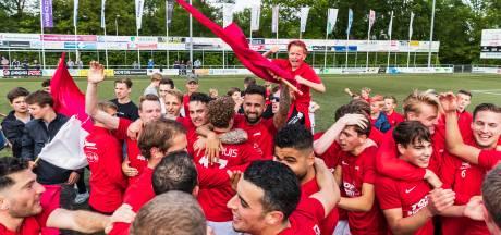Nagenieten: promoties in het amateurvoetbal (foto's)