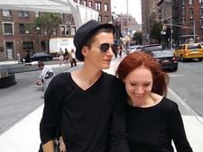 Triest einde aan trouwtournee lesbisch kunstenaarskoppel