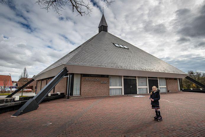 Christelijke Gereformeerde Maranathakerk aan de Pyramideweg op Urk blijft diensten houden.