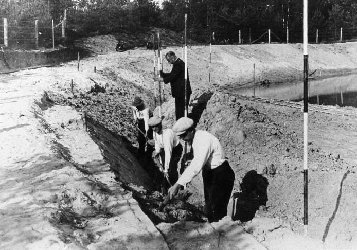 De bosvijver in Birkhoven werd tussen 1935 en 1937 aangelegd als werkverschaffingplan. Wel honderd man waren dagelijks in touw om de vijver uit te graven. Per dag werd zo'n 150 kubieke meter zand  weggeschept.