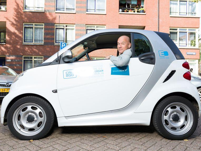 Bard van de Weijer meldde zich aan bij diverse deeldiensten, zoals Car2Go. Beeld Ivo van der Bent