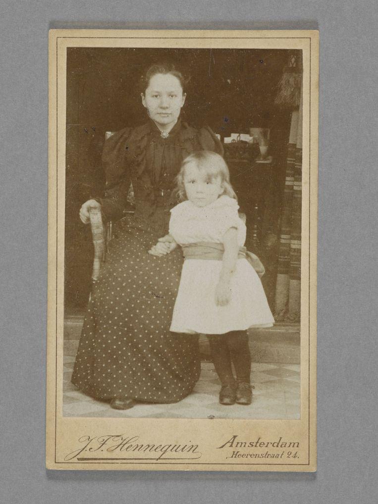 Jo van Gogh-Bonger en met haar zoon Vincent van Gogh in 1892. Beeld J.F. Hennequin / Van Gogh Museum