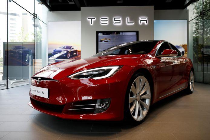 Een Tesla Model S in de showroom. Foto ter illustratie.